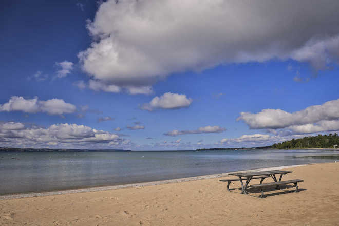 Harbor Cove Condominiums Beach-Little Traverse Bay