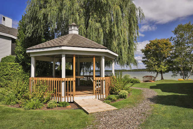 Lakeside Club Condominium Gazebo